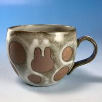 【M149】丸いフォルムのうさぎ水玉模様のマグカップ小(白マット赤土・うさぎ印)