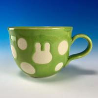 【M236】広口のうさぎ水玉模様のマグカップ小(アップルグリーン・白土・うさぎ印)