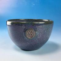 【Y050】パープルの湯呑み茶碗(淡青赤土・うさぎ印)