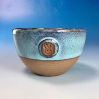 【Y068】ミルキーブルーの湯呑み茶碗(淡水乳濁秞・赤土・うさぎ印)