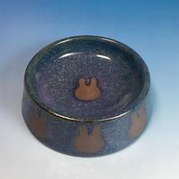 【R077】うさぎ柄のうさぎ様用食器・Lサイズ(淡青赤土・うさぎ印)