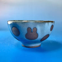 【G035】うさぎ水玉模様のご飯茶碗ミニ(淡青赤土・うさぎ印)