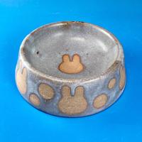 【R005】うさぎ水玉模様のうさぎ様用食器・SSサイズ(マット小豆色・うさぎ印)