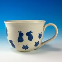 【M186】広口の豆うさぎ柄のマグカップ大(呉須手描き・うさぎ印)