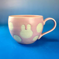 【M078】丸いフォルムのうさぎ水玉模様のマグカップ大(マカロンピンク色・うさぎ印)