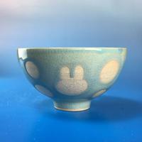 【G041】うさぎ水玉模様のご飯茶碗(青白磁・うさぎ印)