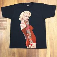 RARETE (ラルテ)  マリリン モンロー 赤 ドレス タトゥー  Tシャツ  ブラック  星柄