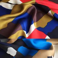 幾何学イラストプリント 2カラーバリエーション