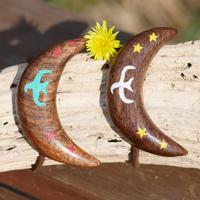 ウッドへアゴム 鳥と月手彫り天然石