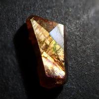 【9/18更新】アンドラダイトガーネット(通称名 レインボーガーネット) 0.665ct原石
