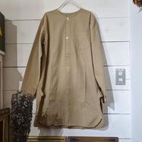 ヨーロッパ軍のリメイクグランパシャツ