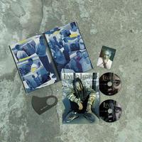 【数量限定】LIVING LEGEND Original Box(オリジナル・ボックス)  [フォトブック+2枚組CD+マスク+ステッカー]
