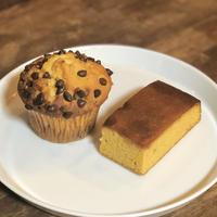 B: チョコチップマフィン・キャラメルケーキ セット