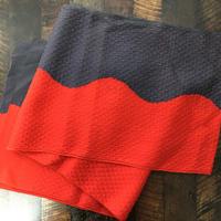 赤と濃いグレーのカッコいい帯揚