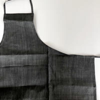 石井すみ子 「手積み手織り苧麻エプロン・墨染め」