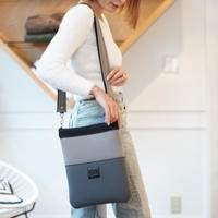 LozzSandra/Vertical Shoulder Bag【モノトーングラデーション】