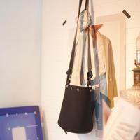 [店内在庫ラスト] LozzSandra/Reversible bucket bag(ブラック/ホワイト)