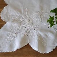 花かご刺繍のクロス