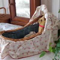 フレンチファブリックのドールベッド