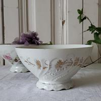 フリルフット花柄レリーフのカフェオレボウル