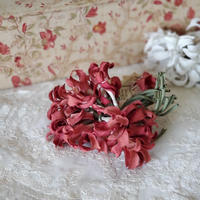 赤い布花コサージュ
