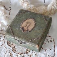 マリーアントワネット 金属製ガーランドのボックス