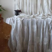 1800年代 タンブール刺繍のカーテン
