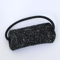 起毛革のヘアゴム(黒系)