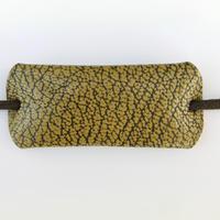 革のヘアゴム(マスタード型押し)