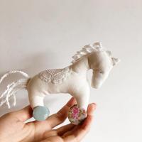 木馬人形 (花柄ボタン)
