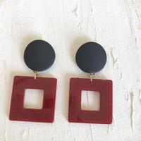 赤と黒のピアス