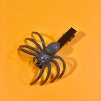 クモ  ヘアクリップ アクセサリー グレー Spider Hair clip grey
