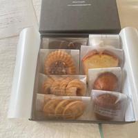 『焼き菓子8種詰め合わせ』と『季節のブーケお届便』6月1日㈪お届