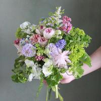 「季節のブーケお届便」5500円 (配送)