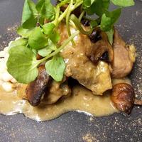 フランス産ほろほろ鳥 骨付きもも肉の煮込み ポルチーニ茸のソース