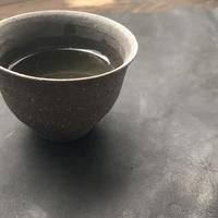 好信楽 祿 別注 枝月窯 齋藤 有希子 黒土焼締 湯呑 STONE