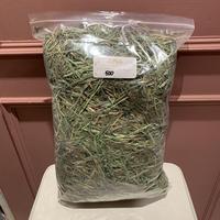 【RCオリジナル牧草】《不作のため年内入荷なし》別ブランドのフワフワリーフ  500g(3番刈り)