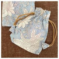 オーガニックコットン&プリント薄いブルーの巾着小