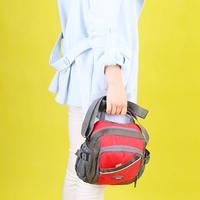 多収納!男女兼用スポーティなショルダーバッグ