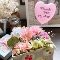 【HAPPY MOTHER'S DAY】可愛いBOXにお花も思いも詰め込んじゃいました♪♪  CUTE♡
