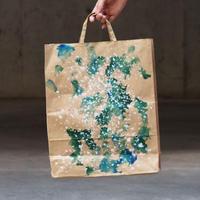 [ 染めの足跡紙バッグ - 紙袋 ]  color :茶×緑の雪