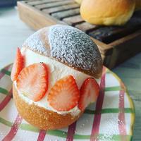 イタリアローマの菓子パンマリトッツォ
