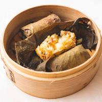 104.腊味飯 (腸詰と干し海老のおこわ蓮の葉包み) 3入 [冷凍品]