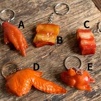 【焼物・C】キーホルダー〈豚バラ 角〉【冷凍・冷蔵同送可】