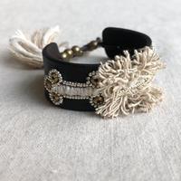 ishi  jewelry / oruga  bracelet / sheep leather / low silk