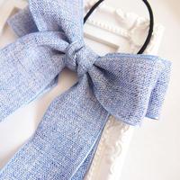 軽やかにゆれるブルーのダブルリボンのヘアゴムh104