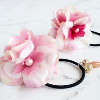 【ゴム交換可能】揺れるビーズが涼しげでかわいいピンクのお花のヘアゴムh171