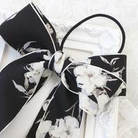 軽やかにゆれる黒色+花柄のダブルリボンヘアゴムh147