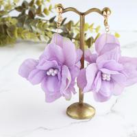 金属アレルギー対応*紫のグラデーションのお花とコットンパールのイヤリングy263