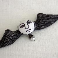 翼ブローチ 黒